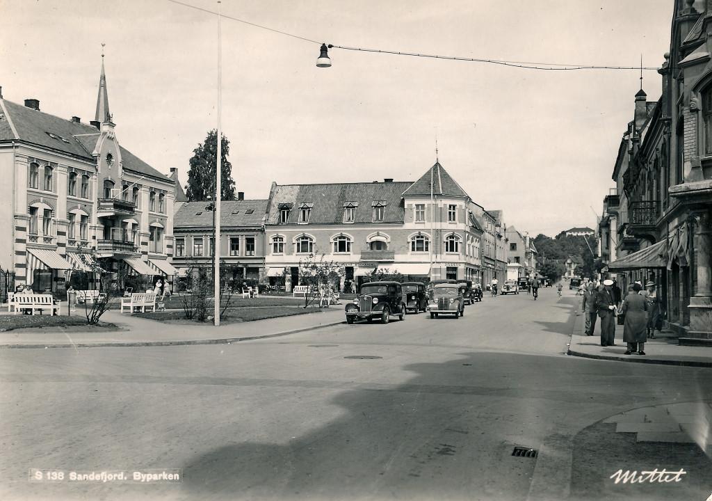 Bilde av Byparken med Kongens gate 5 i bakgrunnen