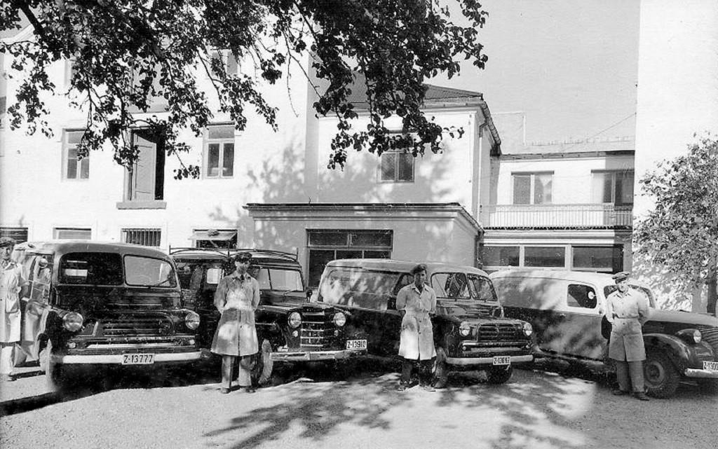 Bilde av Biler og sjåfører i 1954