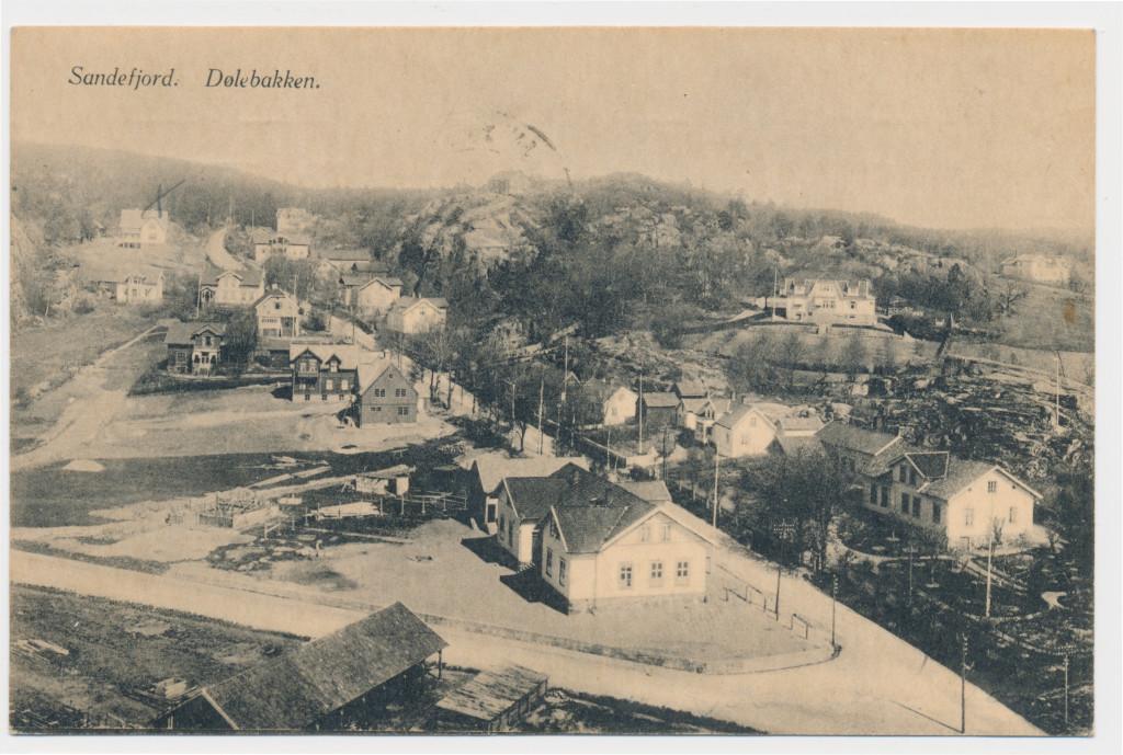 Bilde av Sande skole, kommunekontor og bank