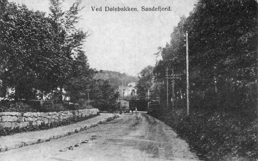 Bilde av Jernbaneundergangen nederst i Dølebakken
