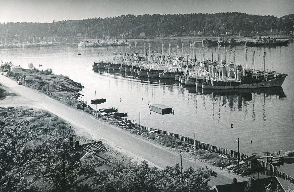 Bilde av Hvalbåter ved Huvik