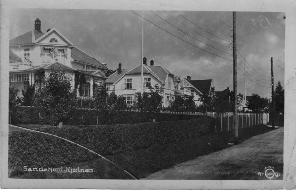 Bilde av Hystadveien 54 til venstre, deretter 52 mot høyre