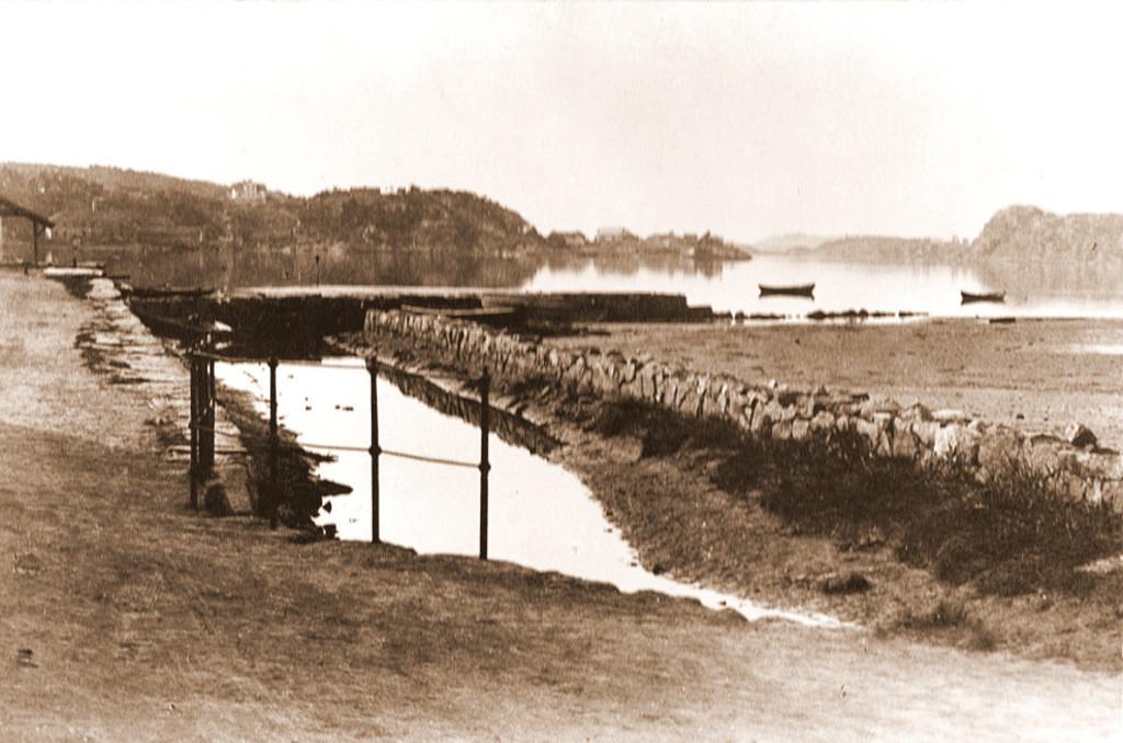 Bilde av Ruklabekkens utløp ved havna