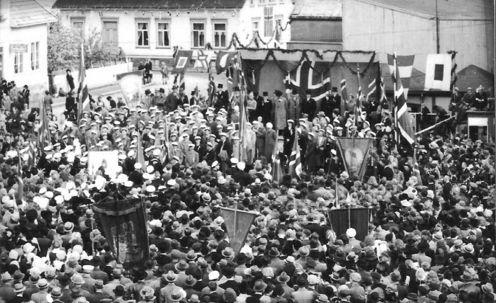 Bilde av 17. mai feiring på Torget