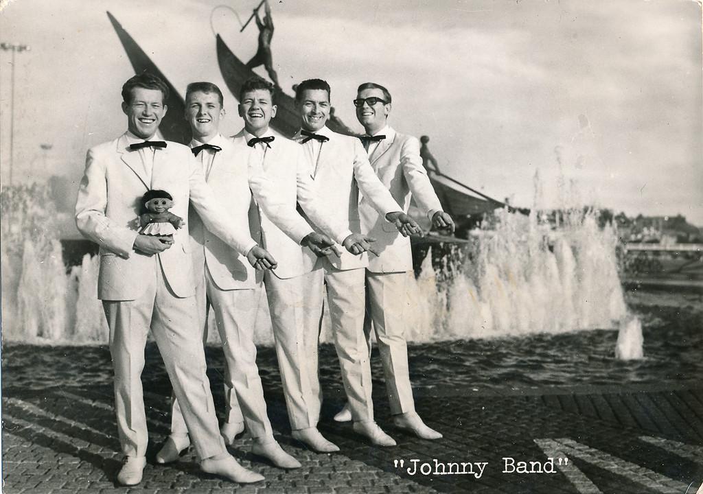 Bilde av Johnny Band ved Hvalfangstmonumentet.
