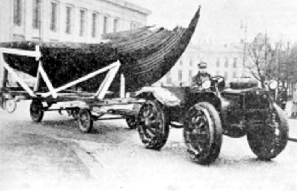 Bilde av Gogstadskipet på vei til Bygdøy.