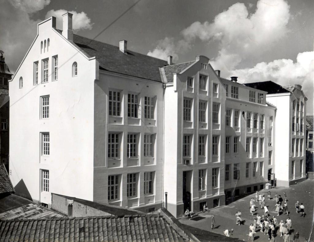 Bilde av Byskolen ca 1950