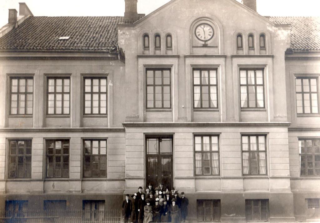 Bilde av Byskolen 1910