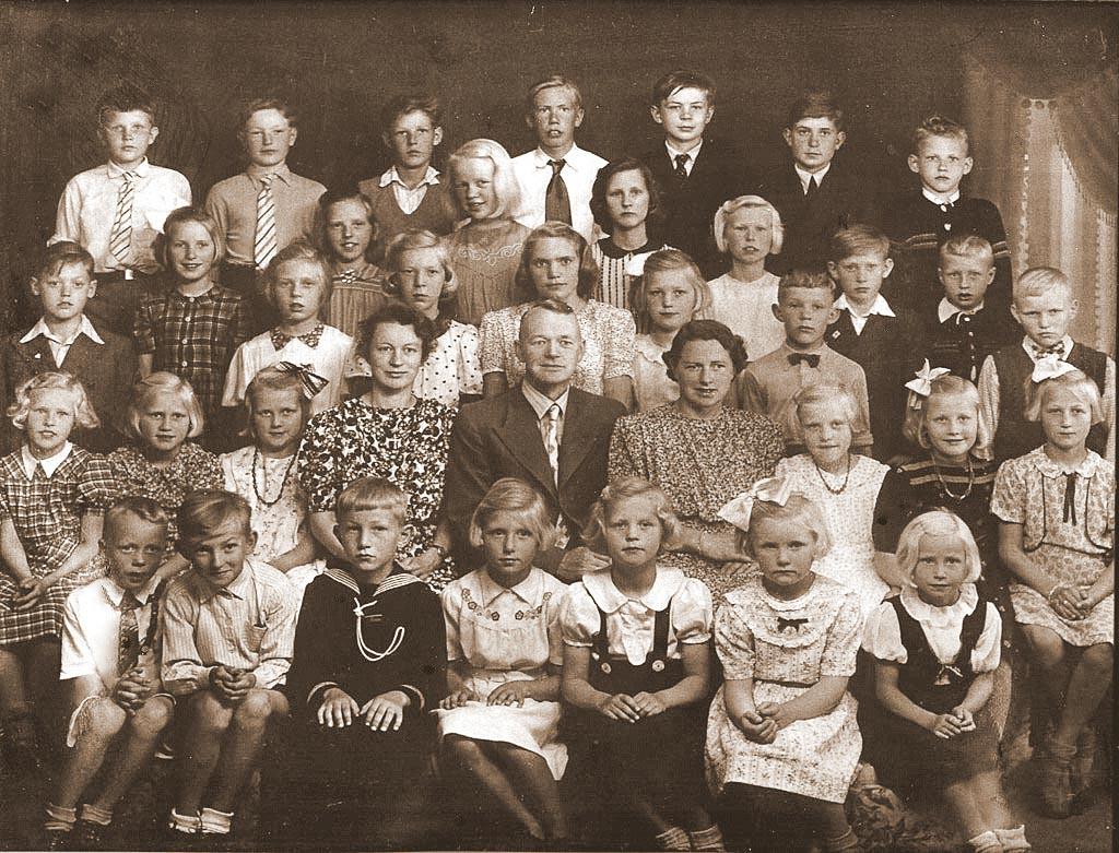 Bilde av From skole 1944/45.
