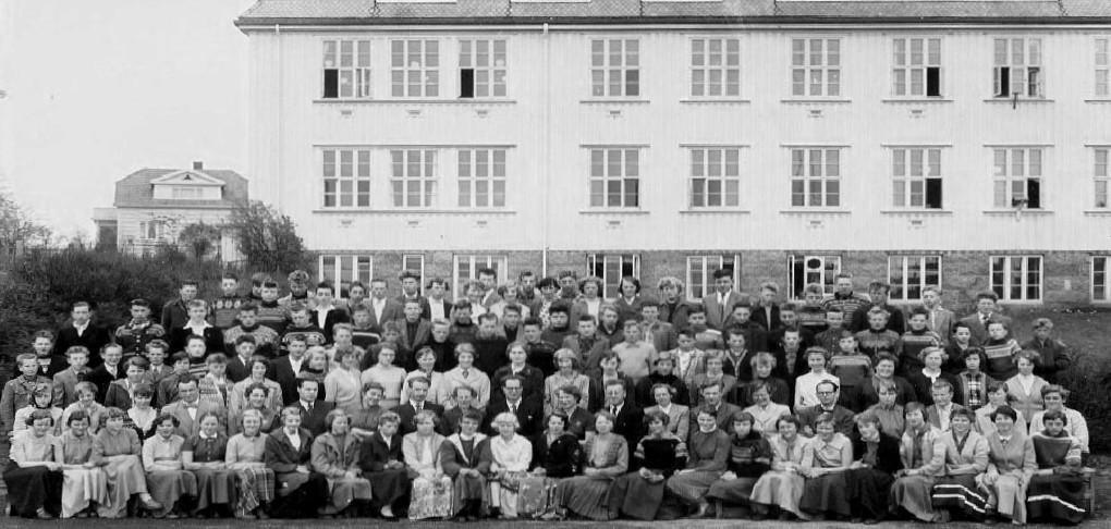 Bilde av Sande Skole - Framhald-skolen  1956 -1957