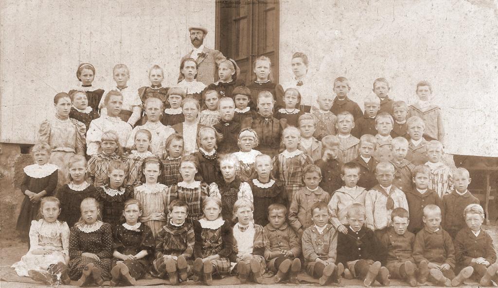 Bilde av Sande Skole Klasse fra 1890