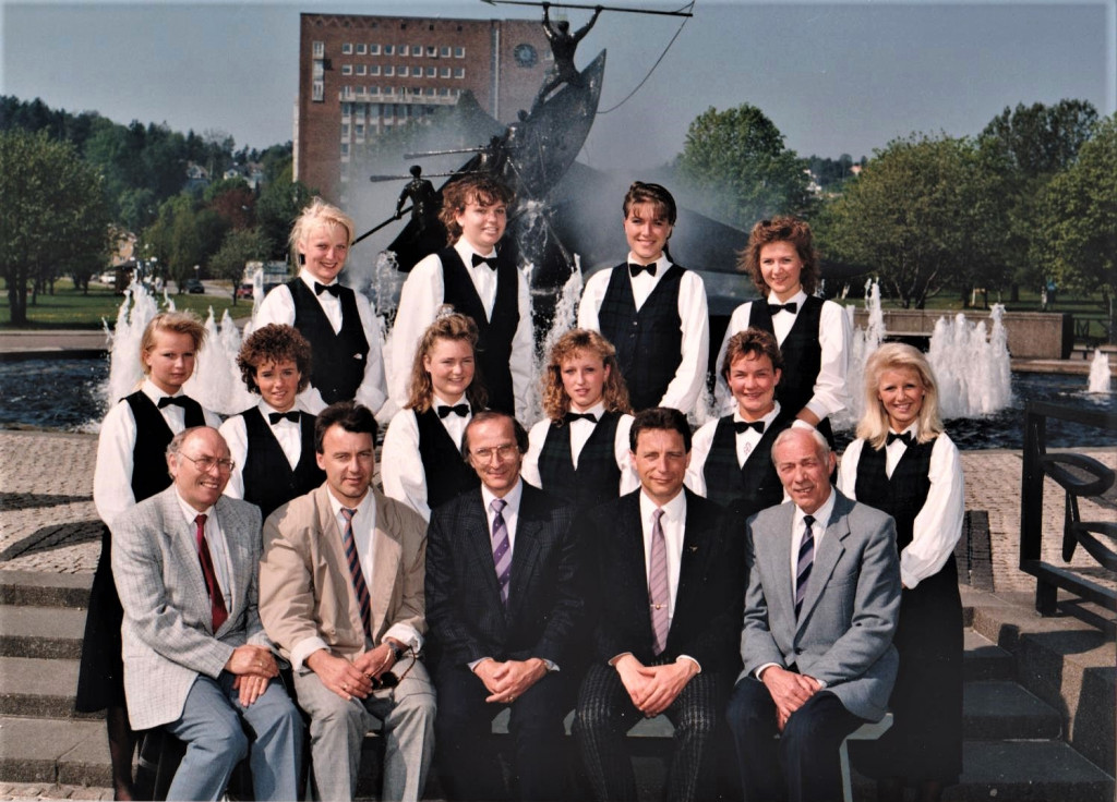 Bilde av Servitør 1990 klasse 15