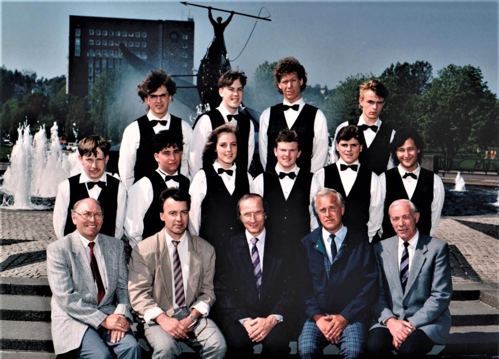 Bilde av Servitør 1990 klasse 6