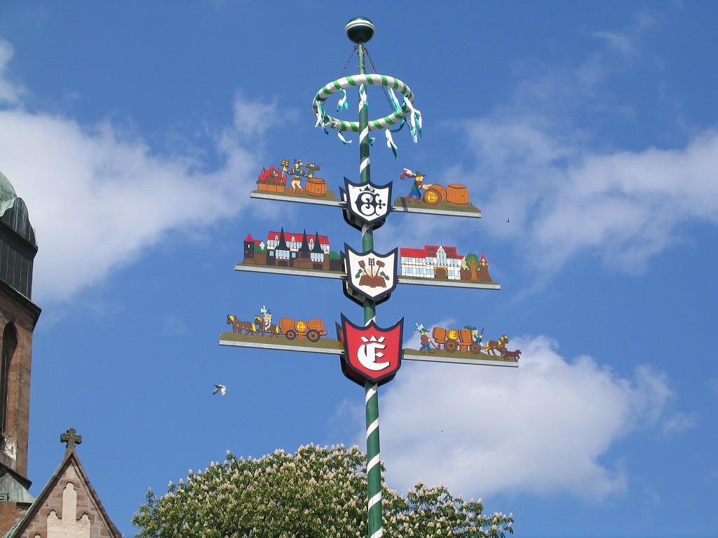 Bilde av Veiviseren på torget i Einbeck.